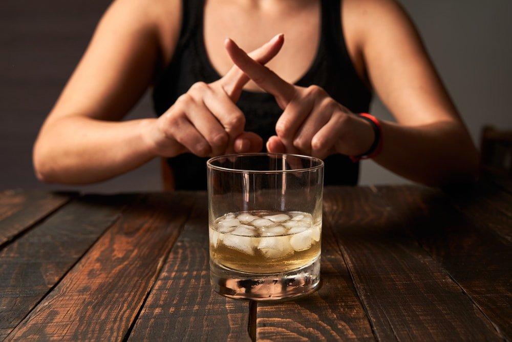 お酒が飲めない人もガールズバーで働ける?【方法や注意点を徹底解説!】